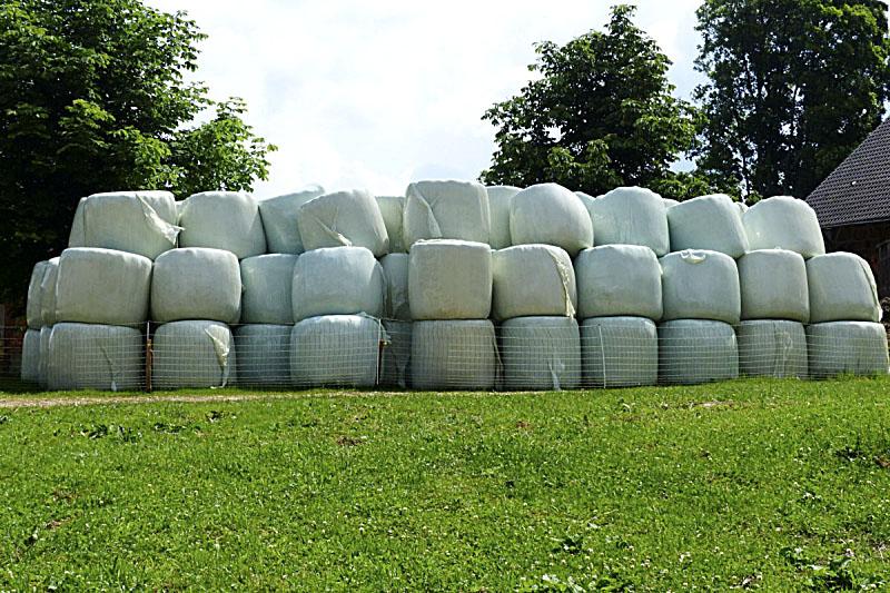 Plàstics que s'utilitzen per embalar en una explotació ramadera
