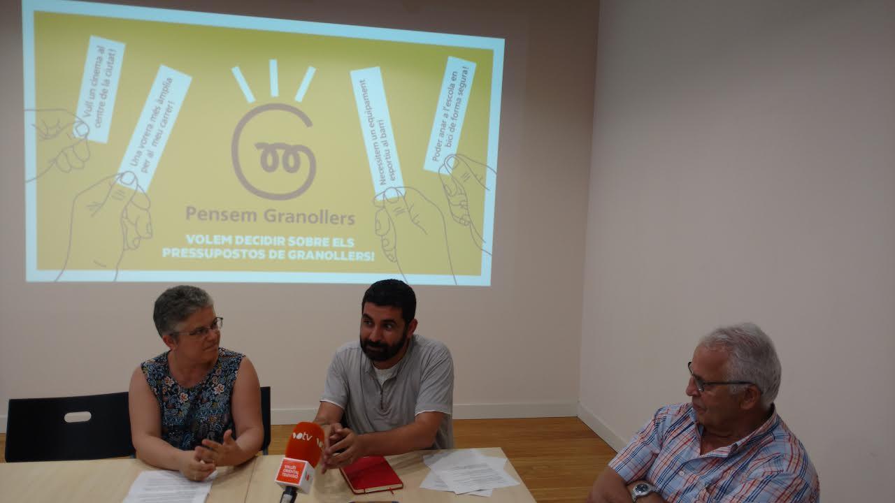 Els regidors Núria Maynou i Chakir el Homrani, amb el president local d'ERC, Ferran Raga, en la presentació de la campanya