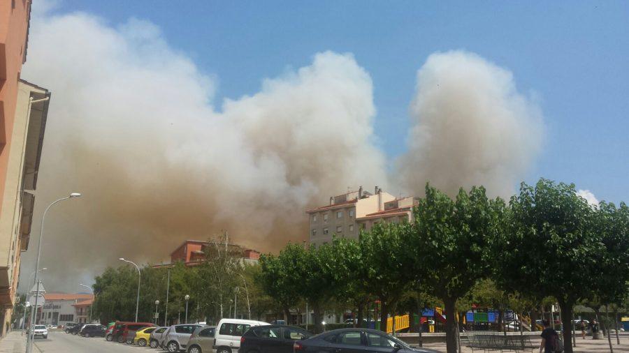 El fum es pot veure des de diversos punts de Vic