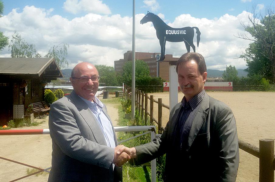 Representants de Càritas i Equus Vic van signar l'acord