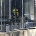 Els bombers han retirat una fotocopiadora cremada