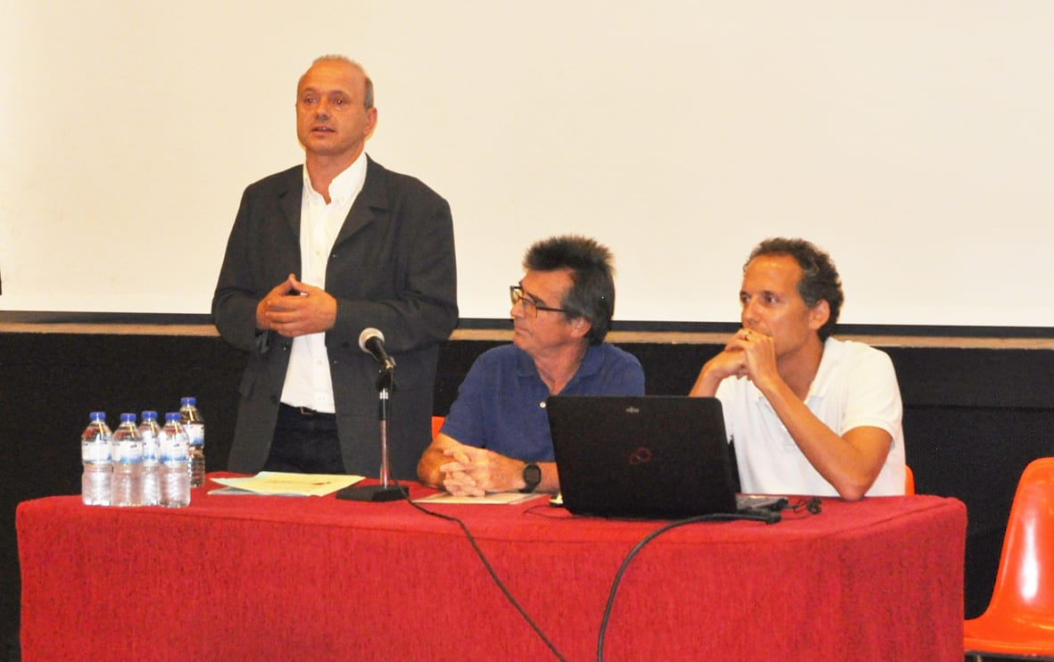 Jordi Fàbrega acompanyat de l'alcalde, Àngel Torras, durant la presentació del projecte