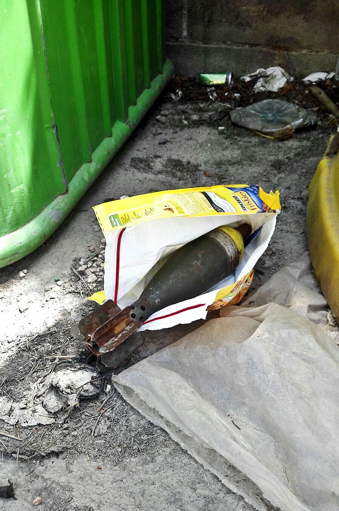 La granada va aparéixer entre dos contenidors a l'Ametlla