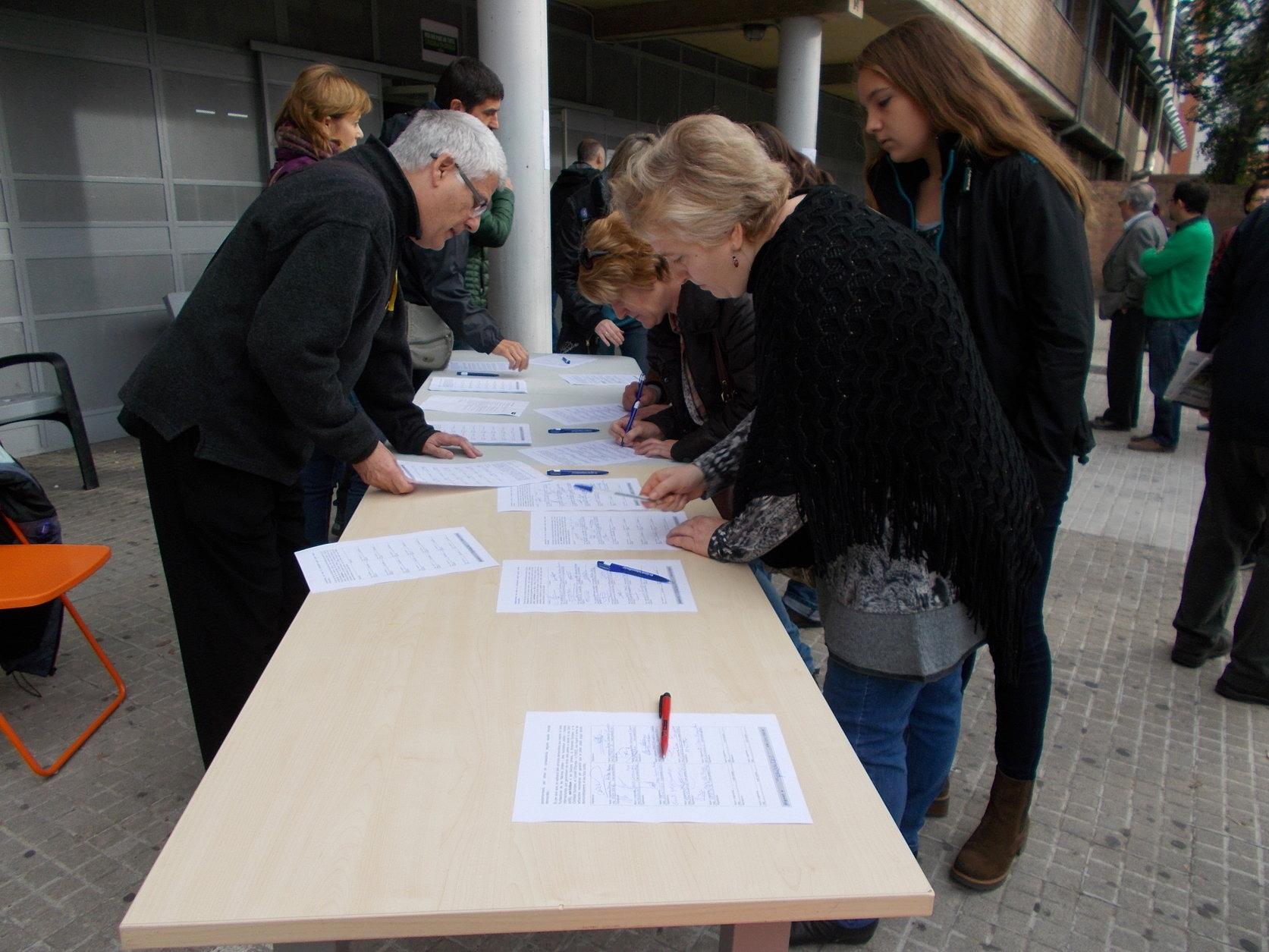 Votacions del 9-N a l'institut Carles Vallbona