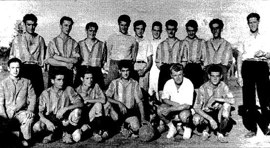 Kubala, amb samarreta blanca ajupit, amb els jugadors del Cabrera