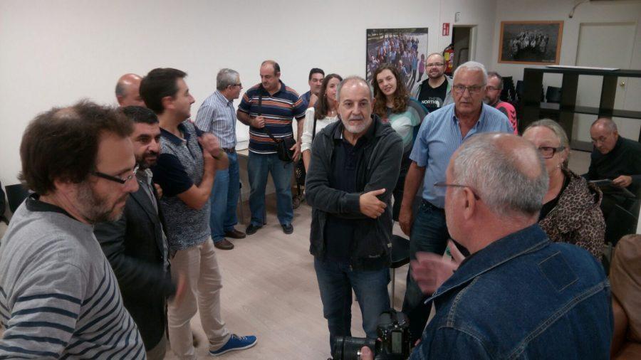 ERC ha mantingut una trobada abans de sortir a plantar cartells // Josep Villarroya
