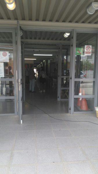 L'escola Giroi de la Garriga, sense porta // Carla Aguarón