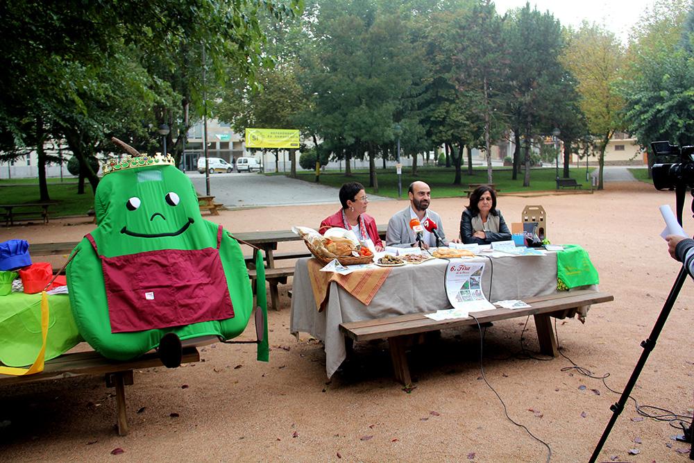 Sílvia Capdevila, Marc Verdaguer i Mercè Pradell, durant la presentació de la fira, dimarts passat