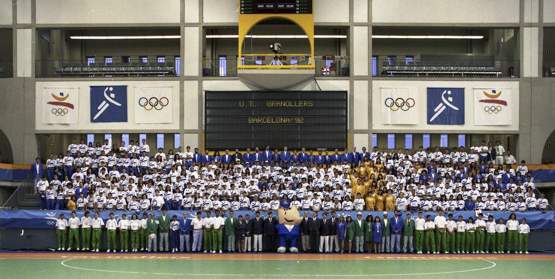 Foto dels voluntaris de Barcelona '92 al Palau d'Esports