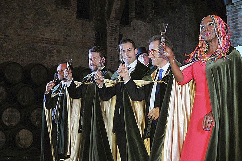 Ferran Latorre, a l'extrem esquerra, amb altres dels confrares de mèrit