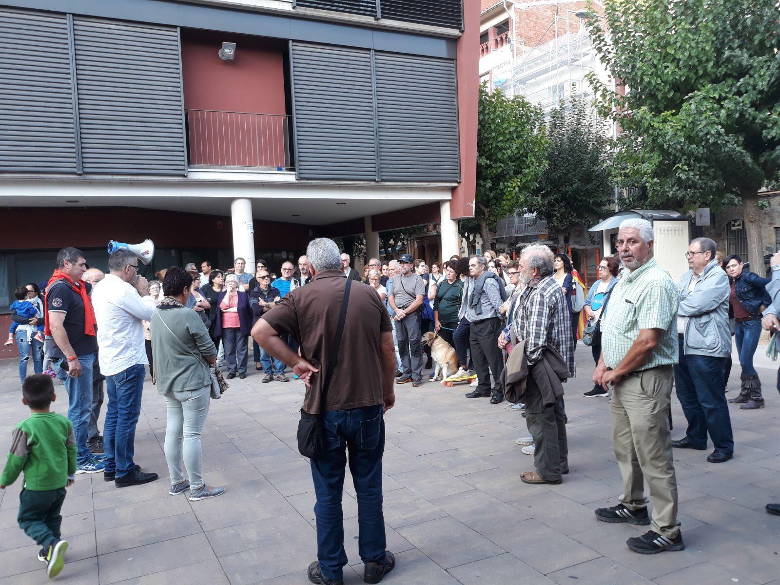 La concentració a la plaça Anna Bosch, a Figaró