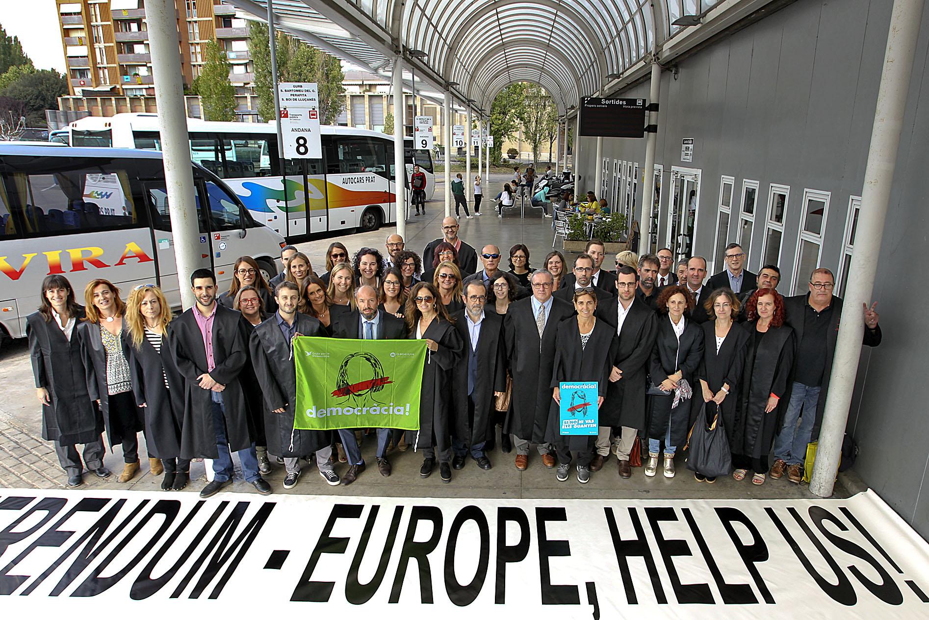Advocats de Vic abans de traslladar-se a Barcelona la setmana prèvia a l'1-O