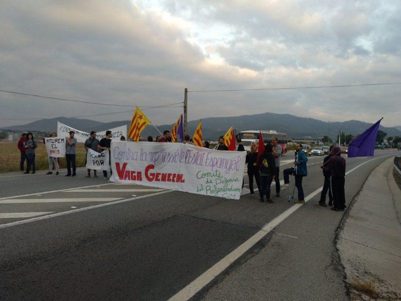 Manifestants a la C-59 a Caldes / Endavant Caldes