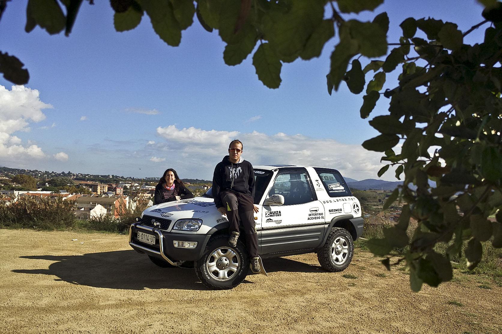 Dídac Soto i la copilot Irene Acevedo, que debutarà en un raid, amb el Toyota Rav4 amb què prendran part a la prova