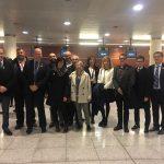 Alcaldes d'Osona moments abans d'agafar l'avió cap a Brusel·les