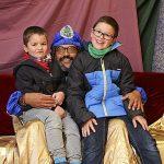 Nens que van visitar, dissabte, el patge reial