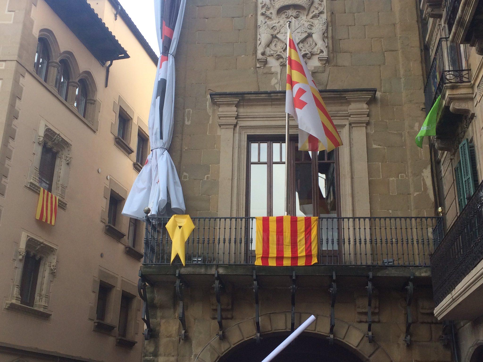 El balcó de l'Ajuntament de Vic aquesta tarda