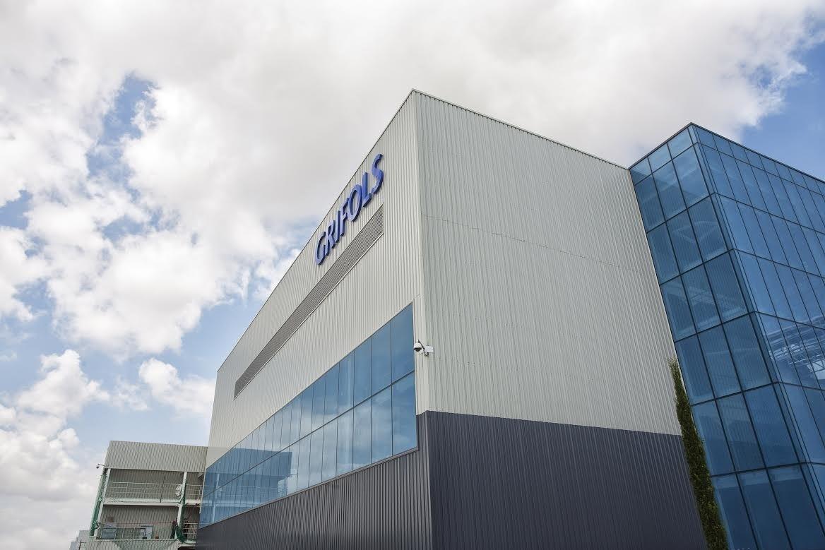 Un dels centres de producció del complex industrial de Grifols a Parets