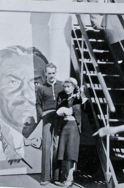 Pey i la seva germana Diana al vaixell Winnipeg que el 1939 els va portar a Xile
