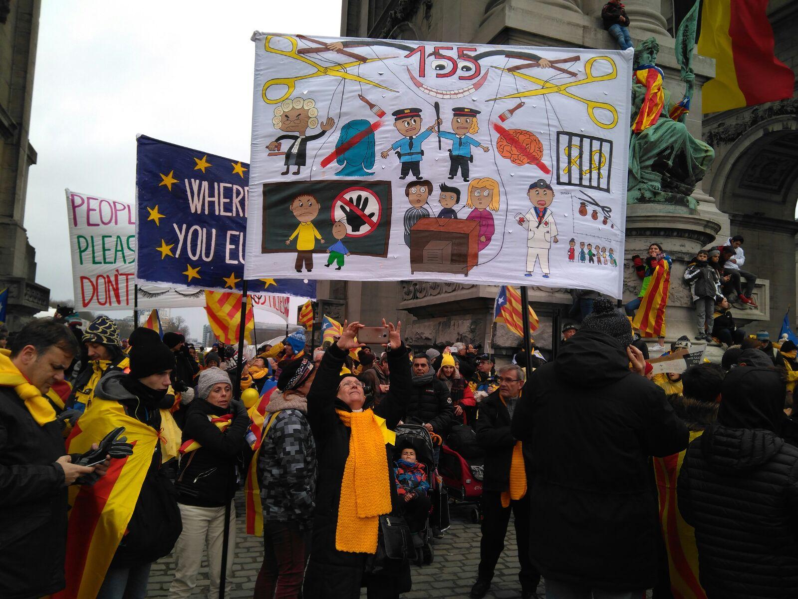 Veïns de la Garriga, Mollet, les Franqueses i Granollers s'han manifestat amb pancartes // Laura Garriga