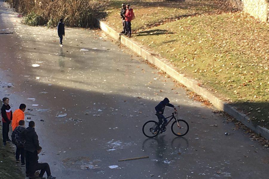 Gent caminant i anant en bici pel Mèder aquest dimecres
