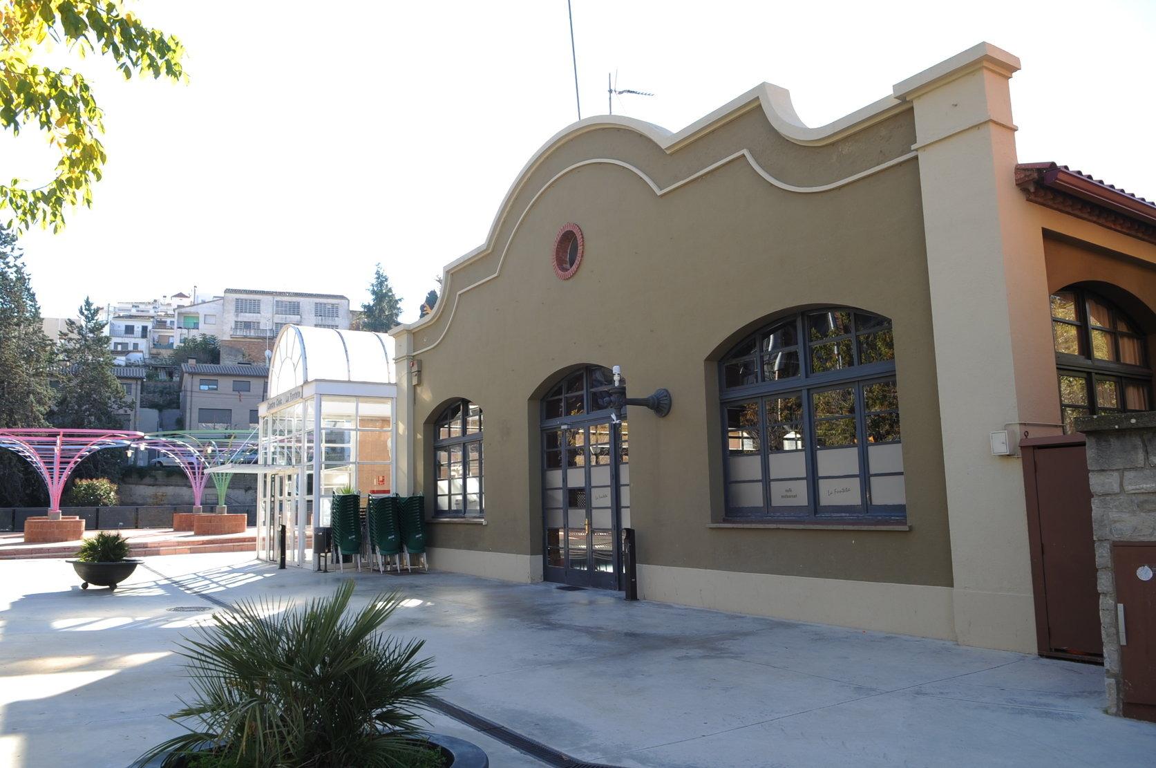El centre cívic la Fonteta, a la plaça Josep Umbert