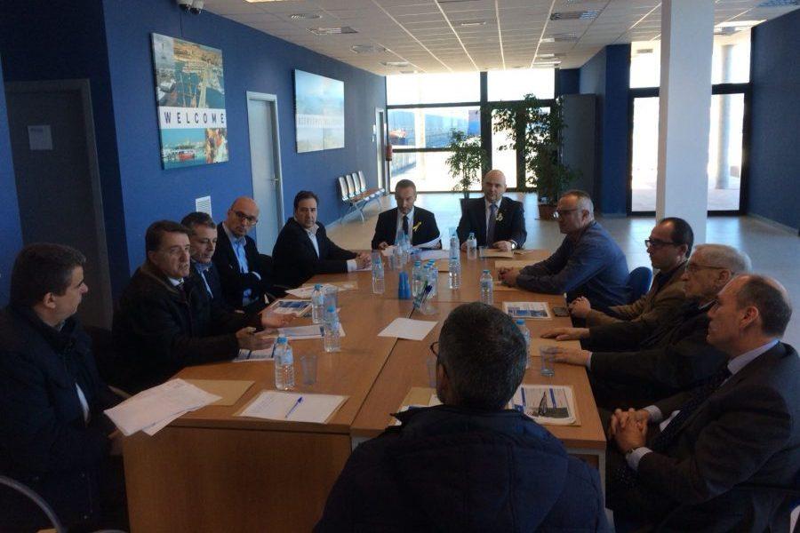 Un moment de la reunió entre les dues delegacions, aquest dimarts a Palamós