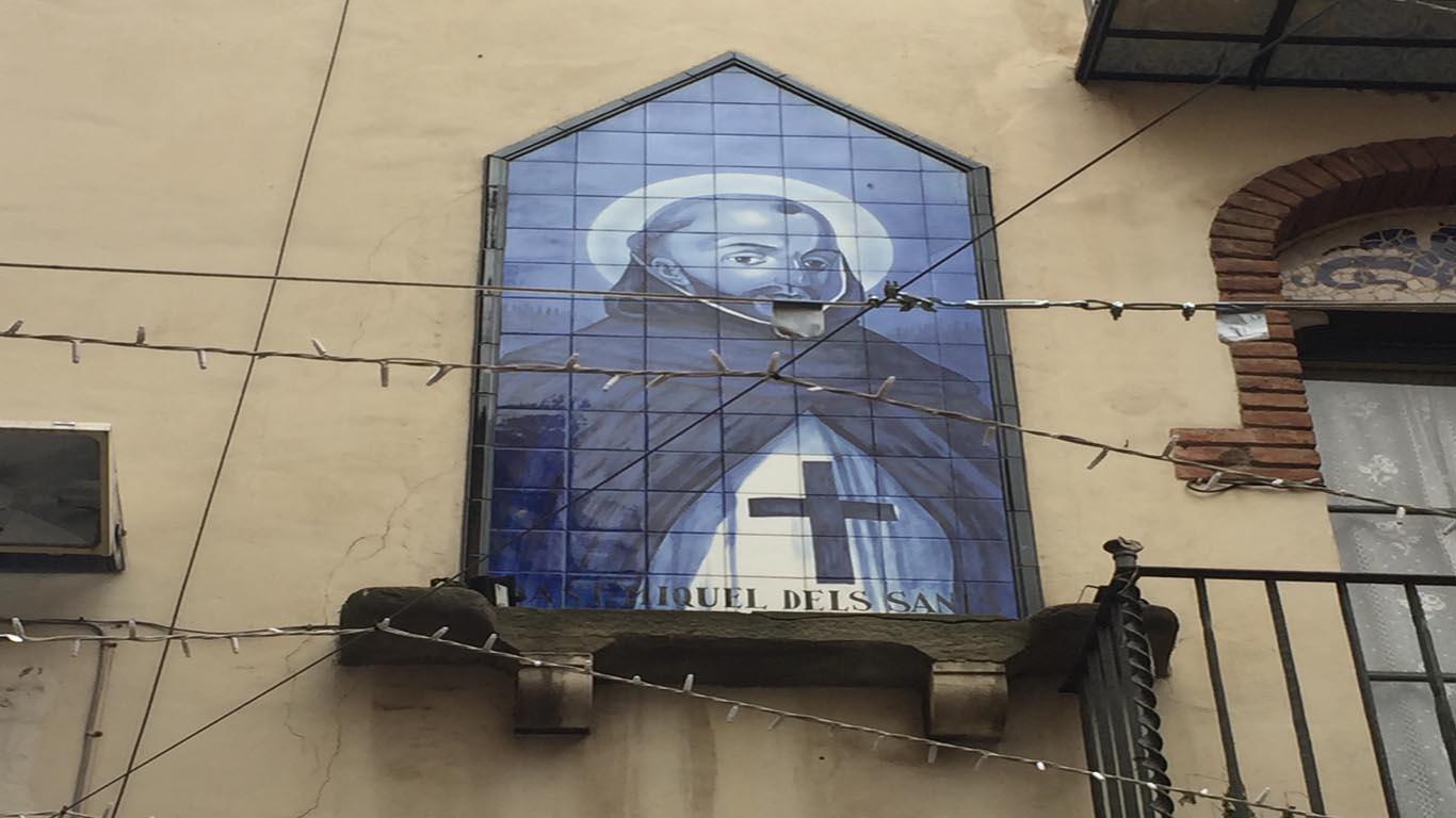 Mosaic de Sant Miquel dels Sants situat a la Plaça del Canonge Collell.