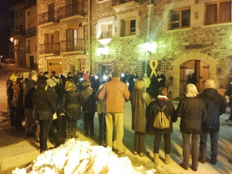 Concentració davant l'Ajuntament de Llanars / Núria Mas