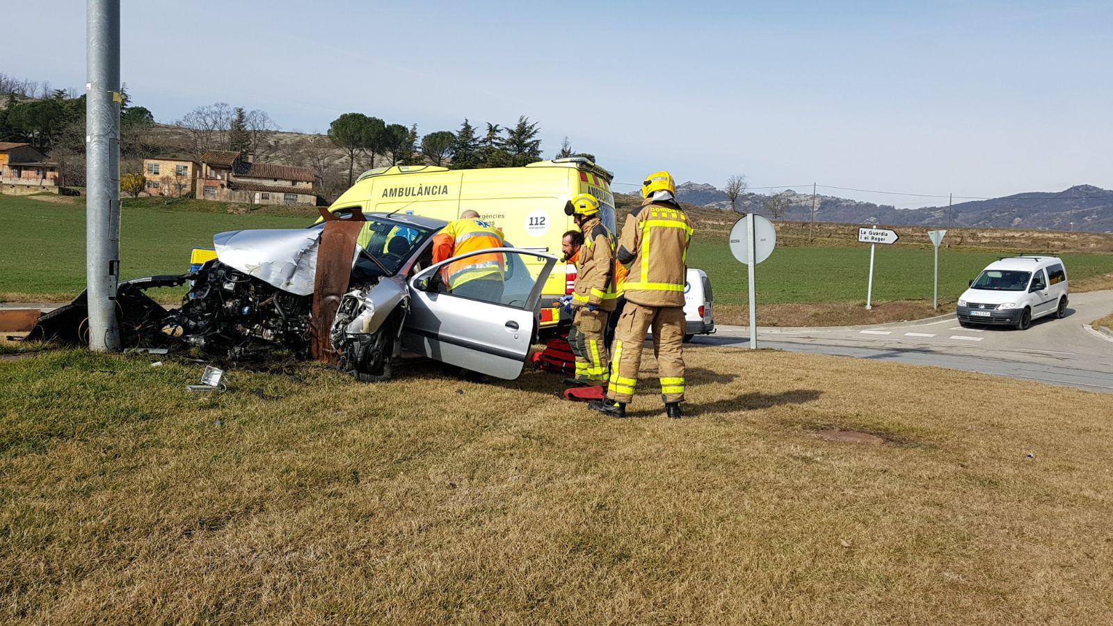 L'accident ha tingut lloc a 2/4 de 12 a la rotonda de l'entrada de Sant Pere
