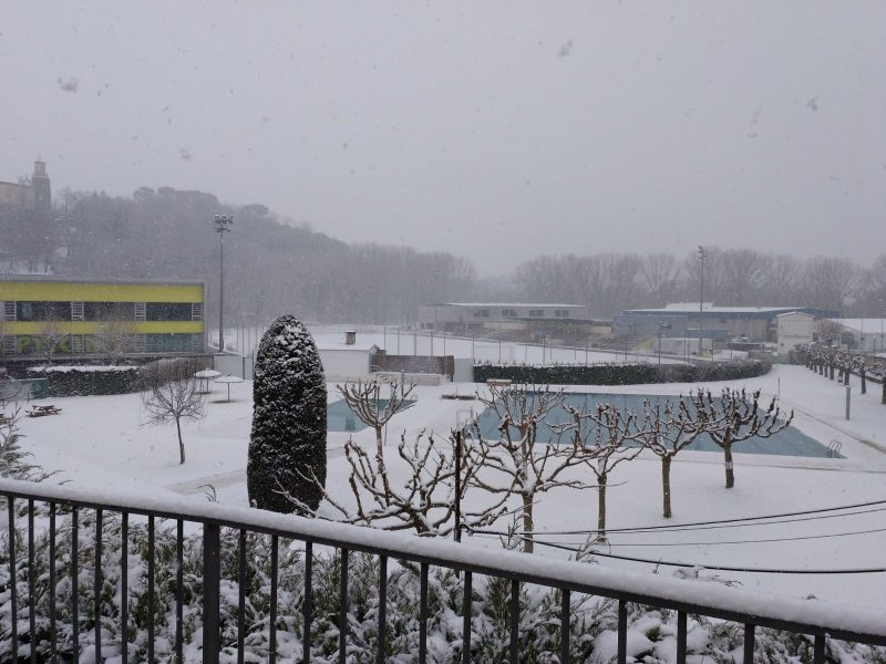 A Torelló també hi està nevant