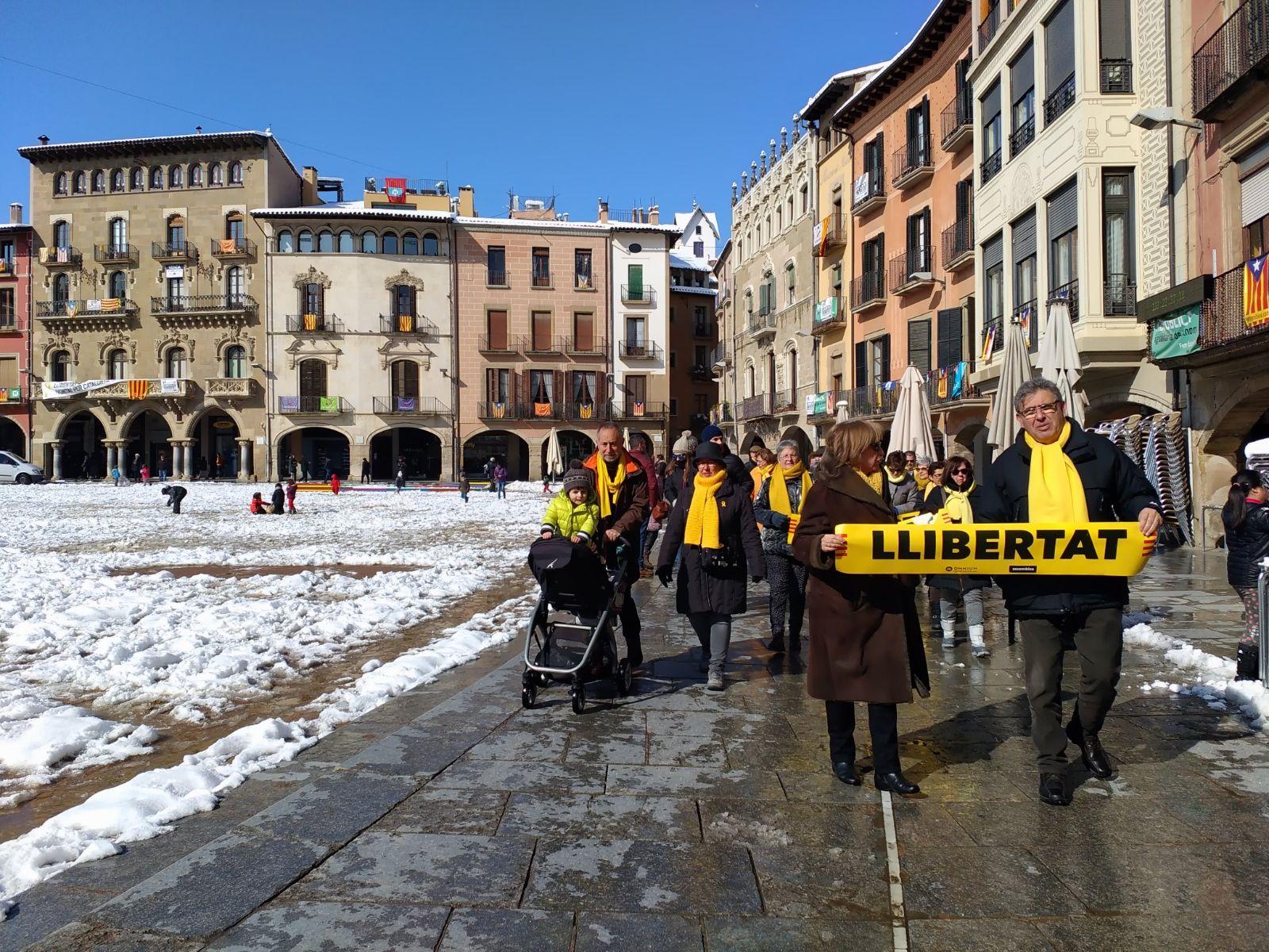 Els avis de la plaça manifestant-se