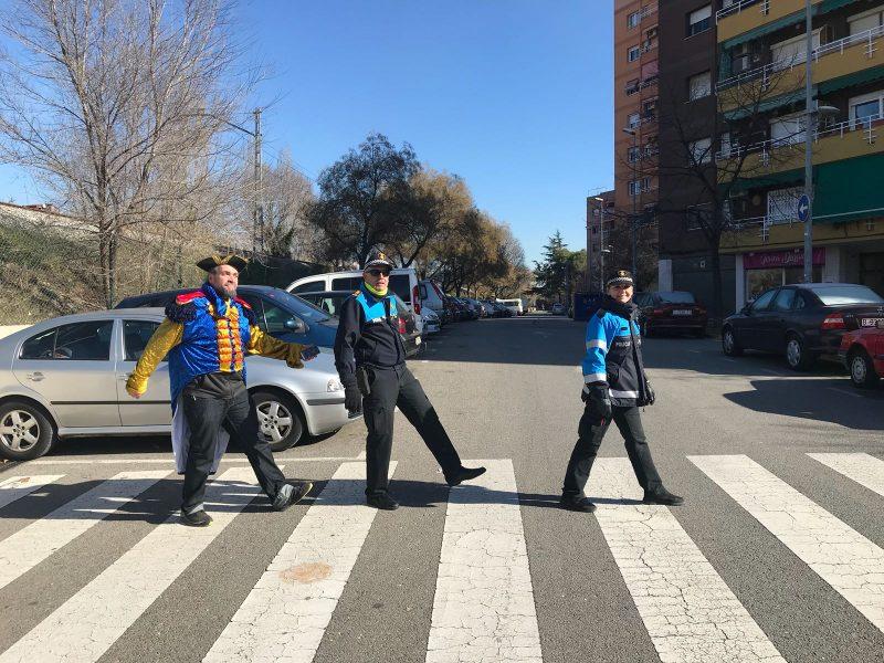 D'esquerra a dreta, Franki Puigdollers, Josep Balmes i un agent