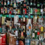Van sostreure ampolles de licor d'una distribuidora de Campdevànol
