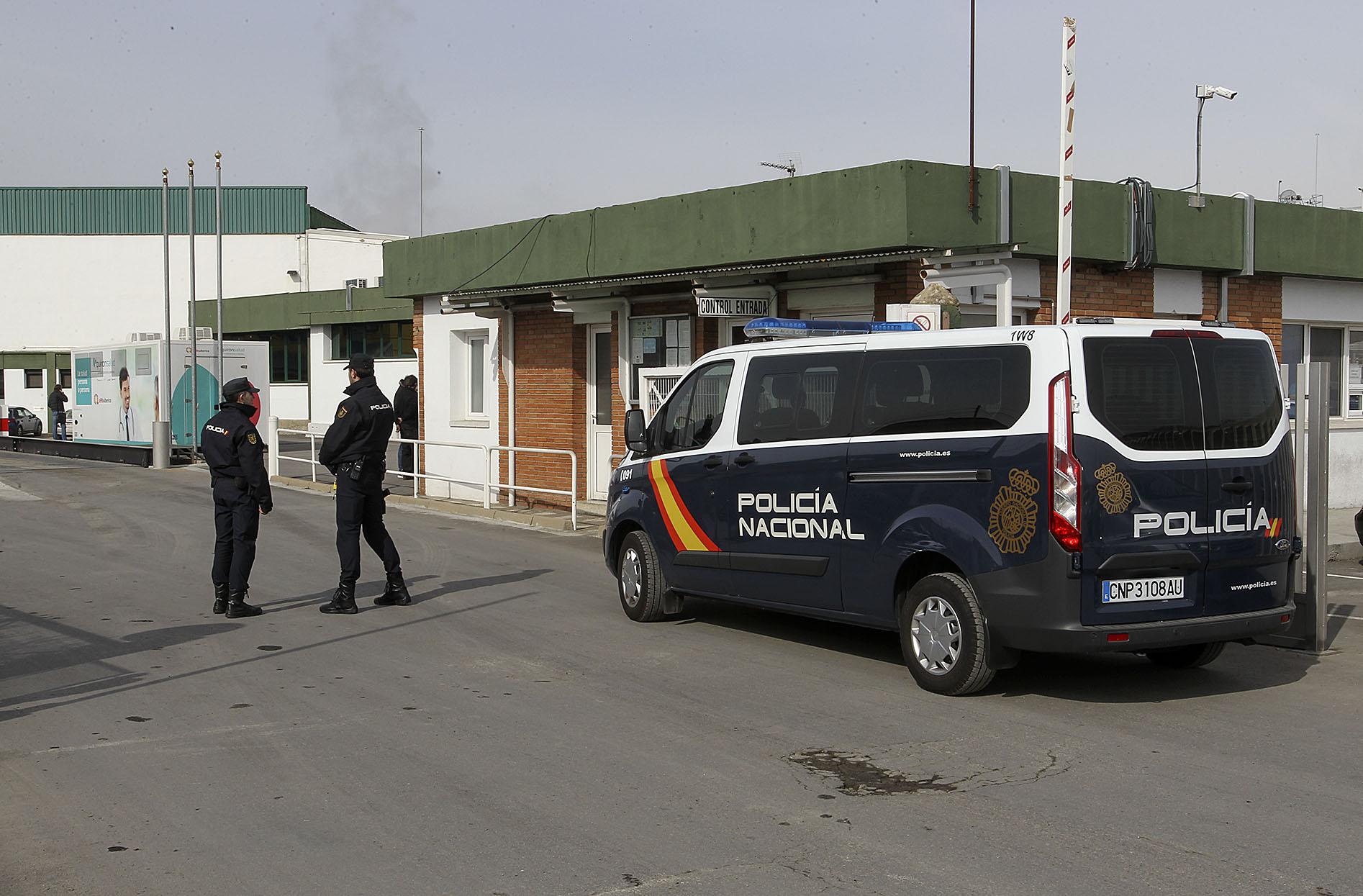 Les furgonetes de la policia van envoltar tot l'escorxador