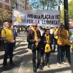 El col·lectiu dels Avis de la plaça de Vic arribant a la manifestació