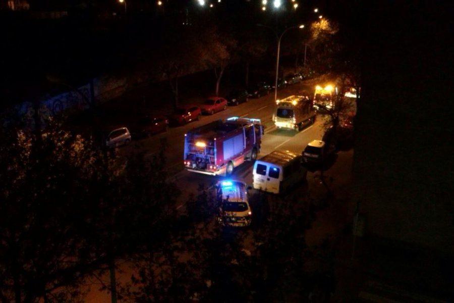 Diversos vehicles del SEM, bombers i Guàrdia Urbana van treballar al lloc dels fets