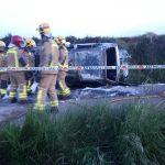 Els bombers treballant a la zona de l'accident