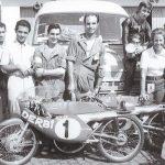 Jaume Garriga, el cinquè per l'esquerra, al circuit de Monza, a la dreta de la foto, Angel Nieto, Mercè Palet i Andreu Rabasa