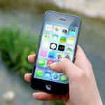 Un telèfon intel·ligent: aquests aparells són presents a les aules