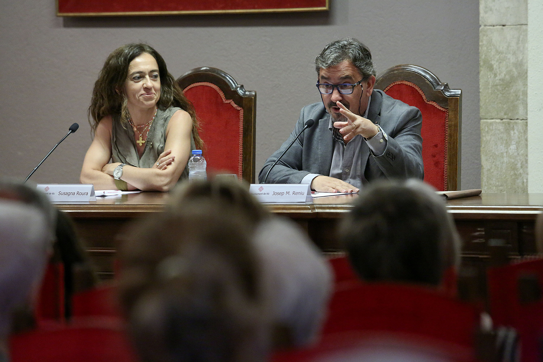Josep M. Reniu, amb Susagna Roura, en la Conferència Balmesiana