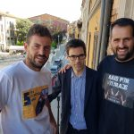 Els germans Santí i John Serra amb l'alcalde de Roda, Albert Serra
