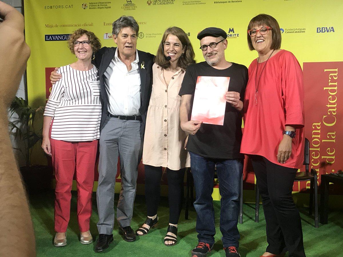 German Machado, segon per al dreta, al costat de Montse Ayats, presidenta de l'Associació d'Editors en Llengua Catalana