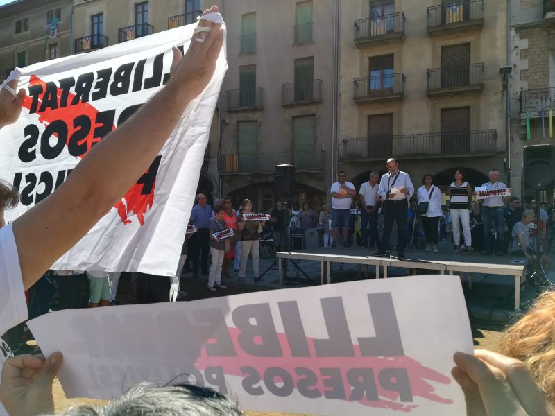 Intervenció del pare de Marta Rovira a la plaça Major de Vic / Jordi Mirambell