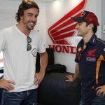 Fernando Alonso i Dani Pedrosa durant un Gran Premi   Foto: Motorsport.com