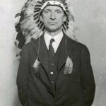 Éamon de Valera, president de la república d'Irlanda, fent honors al poble Ojibwe-Chippewa al 1919