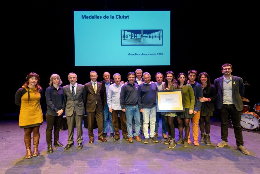 El metge i investigador Xavier Castellsagué ha estat reconegut a títol pòstum. Familiars seus van recollir la Medalla // Toni Torrillas