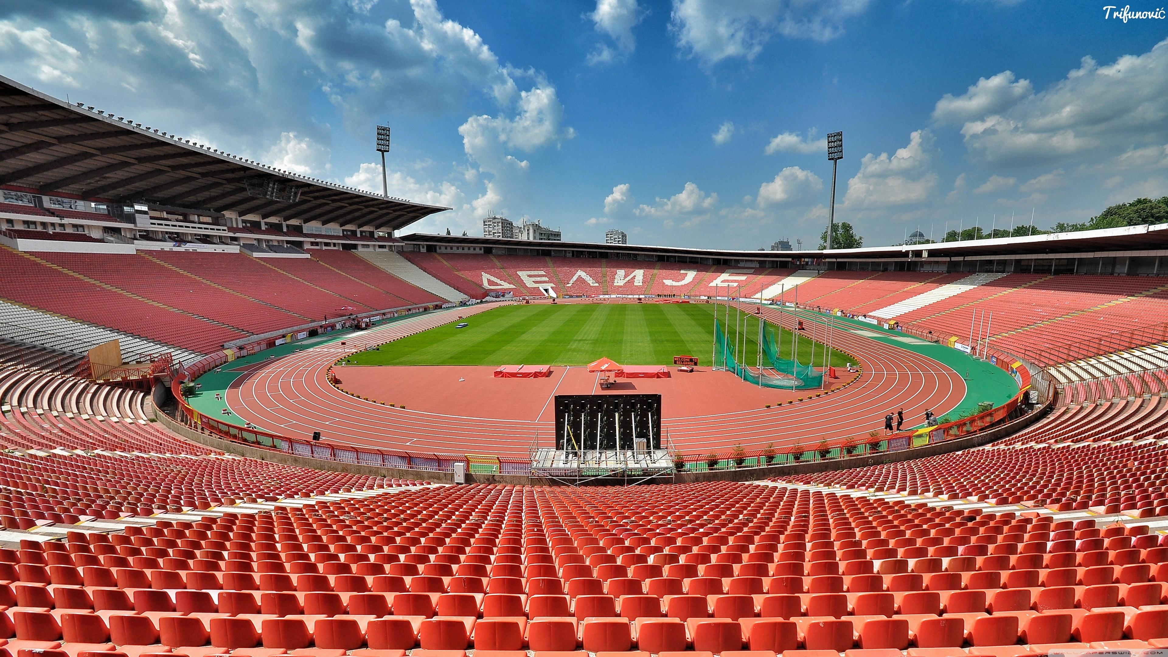 Фанаты белградского футбольного клуба црвена звезда устроили беспорядки на стадионе в одессе