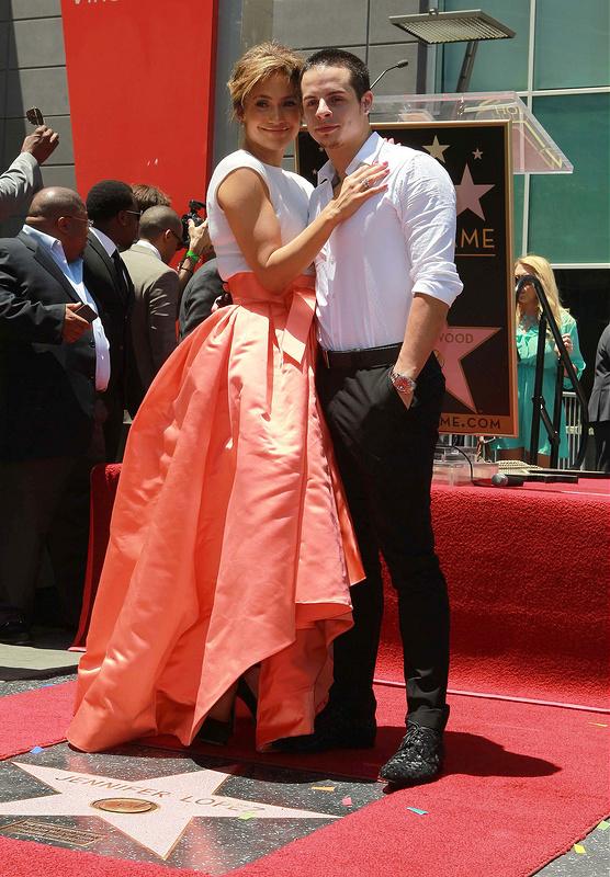 Jennifer Lopez gets 2500th Hollywood Star