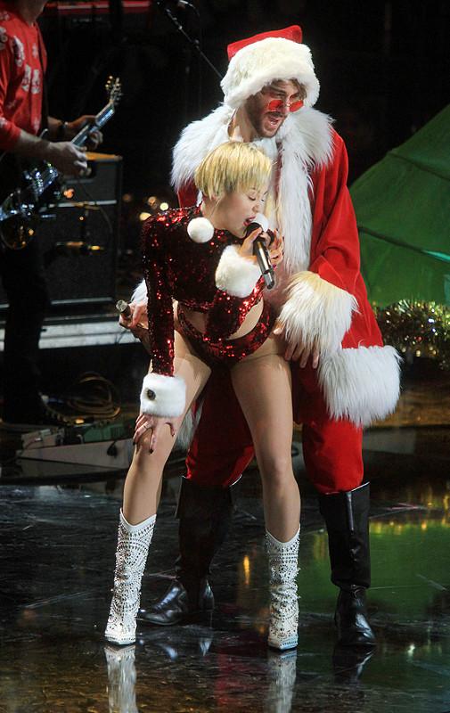Miley Cyrus: On-stage gallivanting